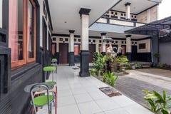 Mooi terras bij goedkoop hotel stock fotografie