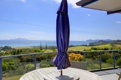 Mooi terras van Aurora Lodge Waipu, NZ stock afbeelding