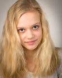 Mooi Tiener Blond Meisje met Lang Haar Stock Fotografie