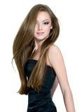 Mooi tienermeisje met lang recht haar Stock Afbeelding