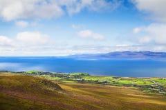 Mooi toneel overzees en berglandschap met eilanden Royalty-vrije Stock Foto