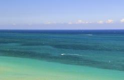 Mooi, Tropisch Oceaanwater - Luchtmening of Hoogste Mening Royalty-vrije Stock Foto's