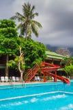 Mooi tropisch strand bij eiland Koh Chang Stock Afbeeldingen