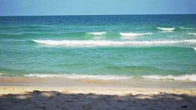Mooi tropisch strand op Koh Samui, Thailand Langzame Motie 1920x1080 HD stock videobeelden