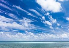 Mooi Tropisch wit Zandstrand en glashelder water Sipadaneiland Royalty-vrije Stock Fotografie