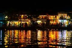 Mooi van het licht van decoratielantaarns in Nachtmarkt van Hoi An, Vietnam royalty-vrije stock foto