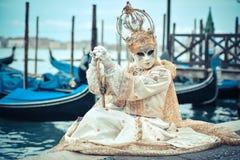 Mooi Venetiaans gemaskeerd model van Venetië Carnaval 2015 Royalty-vrije Stock Foto's
