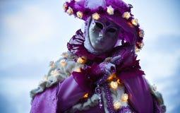 Mooi Venetiaans gemaskeerd model van Venetië Carnaval 2015 Royalty-vrije Stock Foto