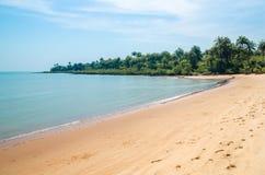 Mooi verlaten tropisch strand op Bubaque-eiland, Bijagos-archipel, Guinea-Bissau, West-Afrika royalty-vrije stock afbeelding