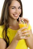 Mooi vrouw het drinken jus d'orange Royalty-vrije Stock Foto's