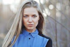 Mooi vrouwelijk gezicht - openluchtportret Royalty-vrije Stock Afbeeldingen