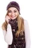 Mooi vrouwelijk model beanie en sjaal die dragen stock afbeeldingen
