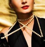 Mooi vrouwen retro portret royalty-vrije stock afbeeldingen