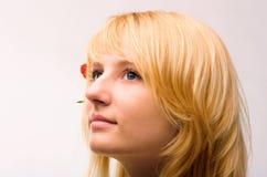 Mooi vrouwengezicht met blond haar stock foto