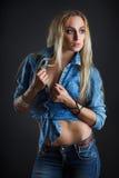 Mooi vrouwenlichaam in jeans Stock Fotografie
