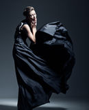 Mooi vrouwenmodel gekleed in een elegante kleding Royalty-vrije Stock Fotografie
