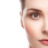 Mooi vrouwenportret met gezonde huid en perfect make-up half gezicht Stock Foto