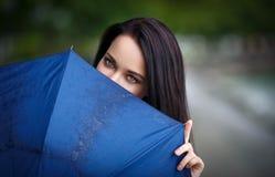 Mooi vrouwenportret met paraplu Royalty-vrije Stock Foto