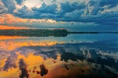 Mooi water bij zonsopgang op rivier Volga royalty-vrije stock foto
