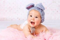 Mooi weinig baby het lachen royalty-vrije stock foto