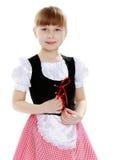 Mooi weinig blondemeisje met lang haar en korte klappen  Royalty-vrije Stock Afbeelding