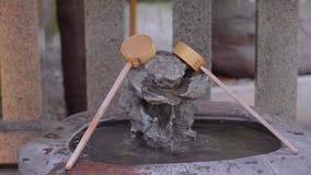 Mooi weinig Boeddhistisch Heiligdom in Korakuen Tokyo stock video