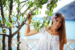 Mooi wijfje in de zomervakantie Stock Fotografie