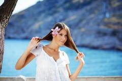 Mooi wijfje in de zomervakantie Royalty-vrije Stock Foto's