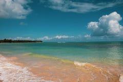 Mooi wild en tropisch strand in Las Terrenas, Dominicaanse Republiek; een hoek van èaradise stock fotografie