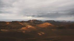 Mooi woestijnlandschap van een vulkanisch eiland Fuerteventura, Canarisch eiland, Spanje stock foto's