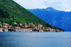 Mooi zeegezicht met overzees en berg royalty-vrije stock foto
