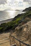 Mooi zeegezicht van weg aan het strand stock afbeelding