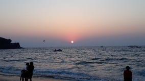 Mooi zonsondergang sinquerim strand Stock Afbeeldingen