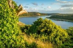 Mooi zonsonderganglicht over het meer van de torenheuvel in Victoria, Australië Stock Foto's