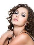 Mooie aantrekkingskrachtvrouw met maniermake-up Royalty-vrije Stock Foto's