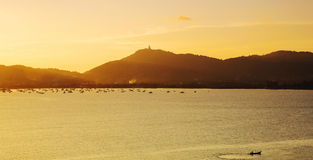 Mooie aard met kleur van zonsondergang Royalty-vrije Stock Foto's