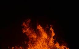 Mooie abstracte vlam van brand op de zwarte achtergrond Stock Afbeeldingen