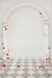 Mooie achtergrond van bloemen, pijlers en een boog stock illustratie