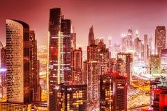 Mooie achtergrond van Doubai bij nacht Royalty-vrije Stock Foto