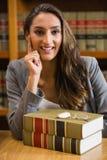 Mooie advocaat in de wetsbibliotheek Royalty-vrije Stock Afbeelding