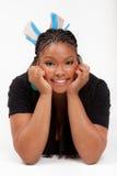 Mooie Afrikaanse Amerikaan loog op de vloer Stock Foto's