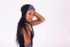 Mooie Afrikaanse Amerikaanse vrouw die een hoofdband dragen royalty-vrije stock afbeeldingen