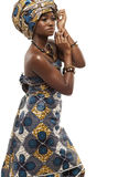 Mooie Afrikaanse mannequin in traditionele kleding. stock afbeelding