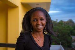 Mooie Afrikaanse vrouw Stock Foto's