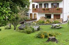 Mooie alpiene toevluchtbinnenplaats in San Vito di Cadore, provincia Belluno, stock foto