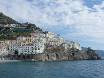 Mooie Amalfi kustmening van overzees Stock Fotografie