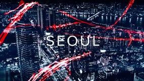 Mooie animatie met verschillende die stedennamen door rood, neongolven op zwart-wit cityscapes achtergrond worden omringd royalty-vrije stock foto