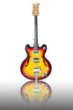 Mooie antieke elektrische gitaar met bezinning Royalty-vrije Stock Foto's