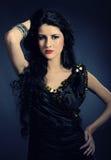 Mooie Arabische vrouw met lang zwart haar royalty-vrije stock afbeeldingen