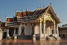 Mooie Architectuur Buddist die Wat Pra Sri Mahatatu bouwen royalty-vrije stock foto